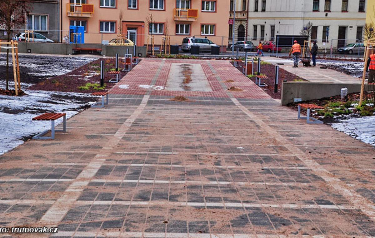 Rekonstrukce Jiráskova náměstí je u konce