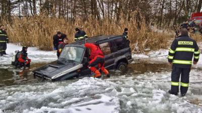Při milování se málem utopili v ledové vodě