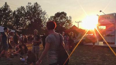 Na festivalech se stánkaři odvázali