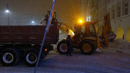 Vítači sněhu se konečně dočkali, domů si jej bereme všichni