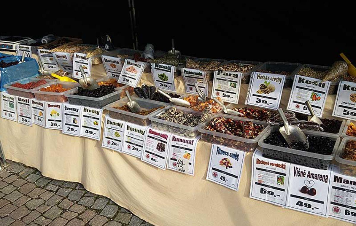 Velikonoční trhy v Trutnově za peníze, v Hradci za obdarování