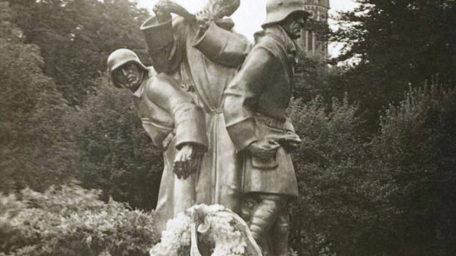 """""""Tanec smrti"""" roztavili nacisté, Trutnov nechal vyrobit repliku"""