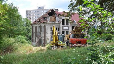 Demolice historické Faltisovy vily v Trutnově začala bez povolení