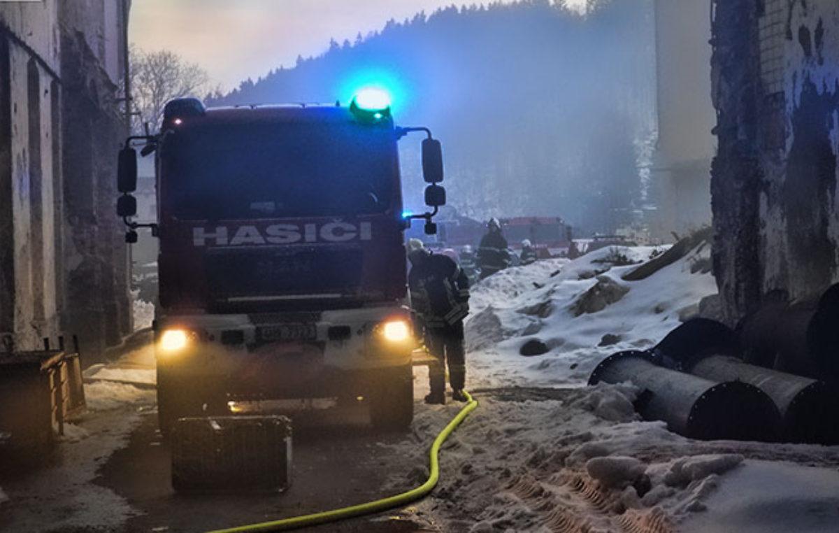 Požár bývalé továrny v ulici Úpská