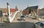 Most v Hostinném přežije, stal se památkou