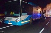 V Mladých Bukách hořel autobus, řidiče odvezla záchranka