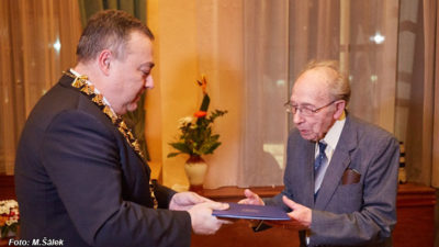 """Titul """"Čestný kronikář města Trutnov"""" dorazil po 58 letech tvrdé práce"""