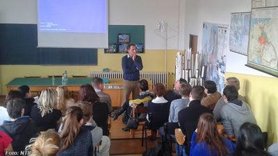 Europoslanec Niedermayer diskutoval se studenty v Trutnově
