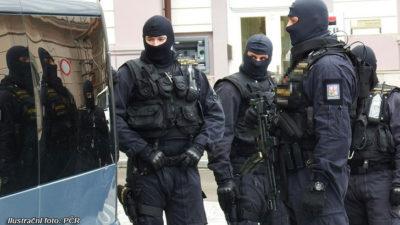 Na zatknutí gangsterů přijela pomoct zásahová jednotka