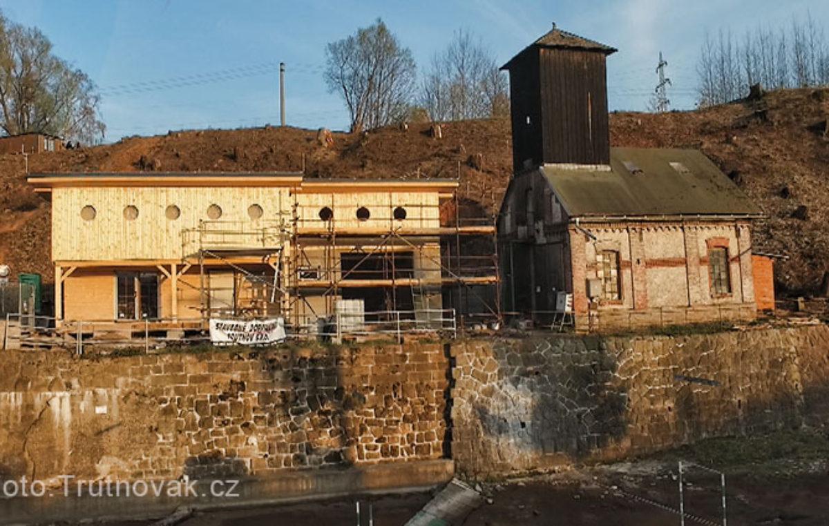 Stavba loděnice v Trutnově finišuje