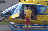 Dodávka ze zvedáku padla na muže, hasiči jej úspěšně resuscitovali