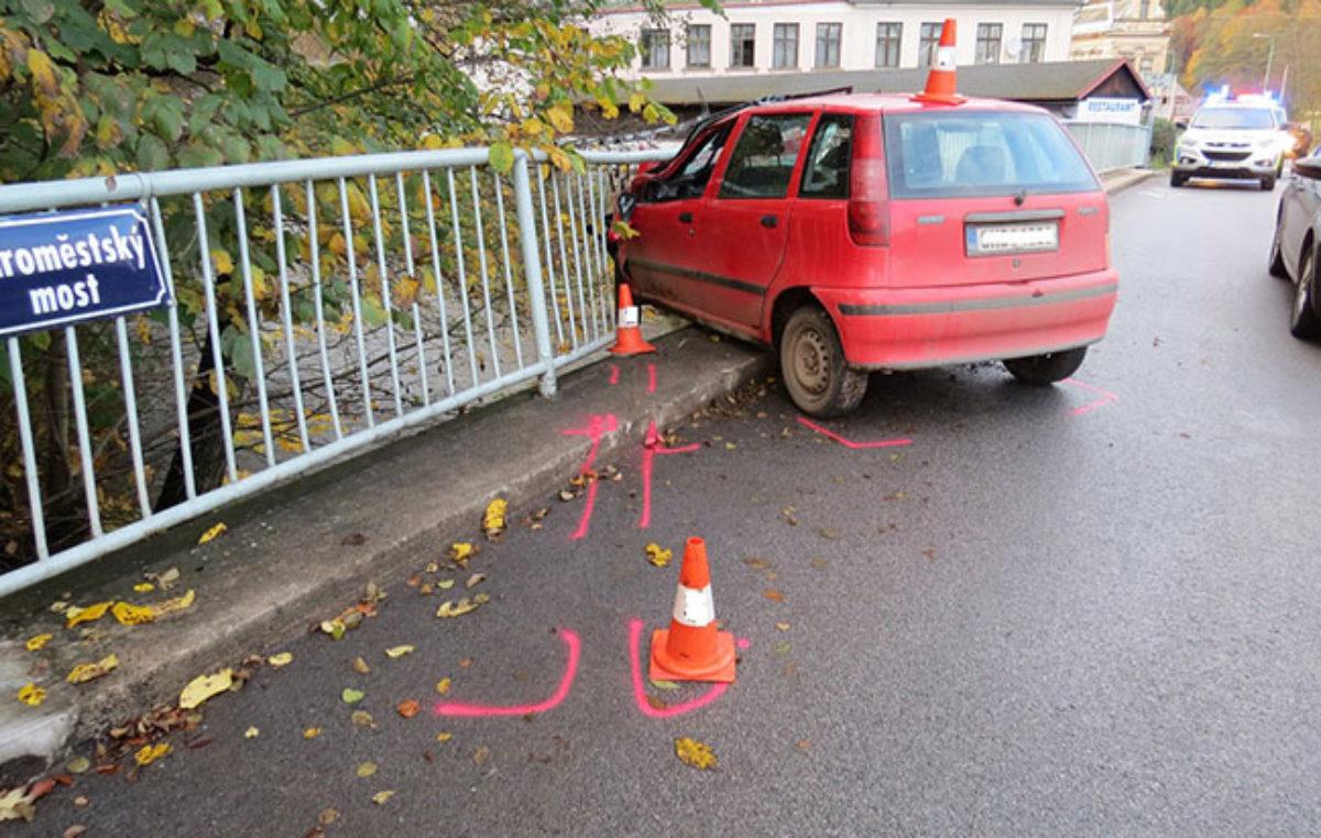Honička policistů s ujíždějícím řidičem skončila nehodou