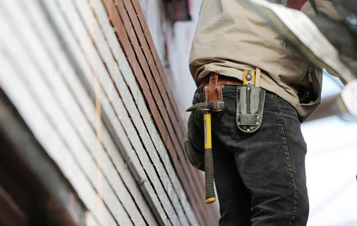Při kontrolách na Trutnovsku odhalili cizinečtí policisté 13 nelegálně pracujících cizinců