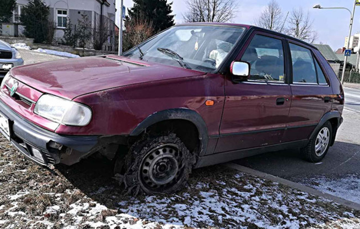Řidiče na pervitinu zastavil až zastavovací pás!